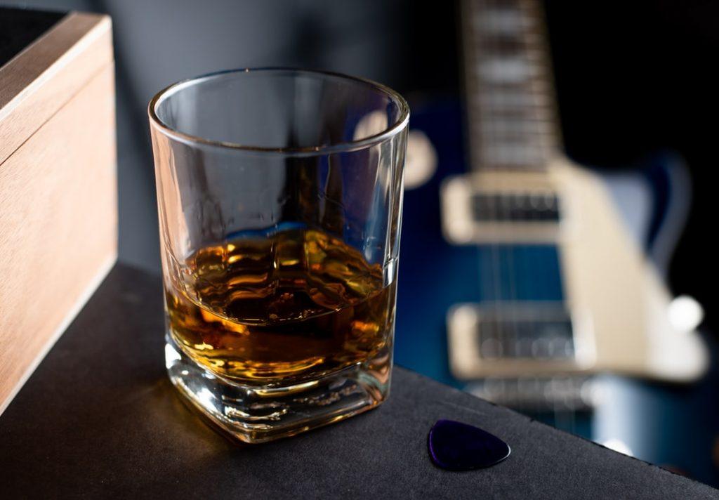 чаша с уиски